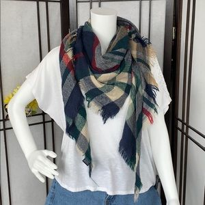 Accessories - Triangle scarf